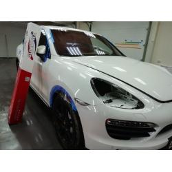 Оклейка полиуретановой пленкой Sunmaxfilms белого автомобиля